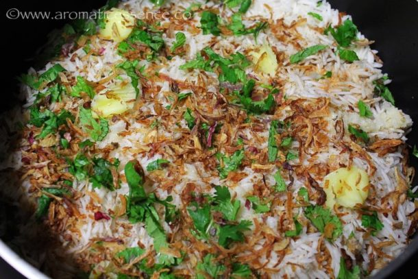 Sprinkle brown onions, garam masala, coriander, and mint leaves, salt and ghee