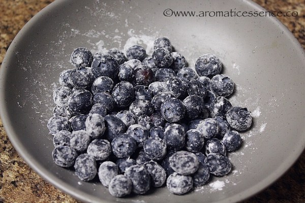 blueberries coated with flour