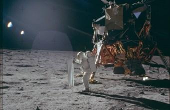 Ces empreintes de pas sont toujours sur la lune. Ainsi que les poubelles des astronautes.
