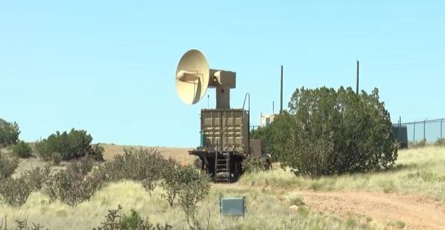 Le laboratoire de recherche de la Force aérienne à la base aérienne de Kirtland a dévoilé le répondeur opérationnel à réaction hyperfréquence à haute puissance (THOR) le 20 juin 2019 (capture d'écran KRQE)