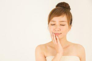 肌荒れの原因には甘いものとストレスが関係している!?スキンケアでどうにもならない方へ