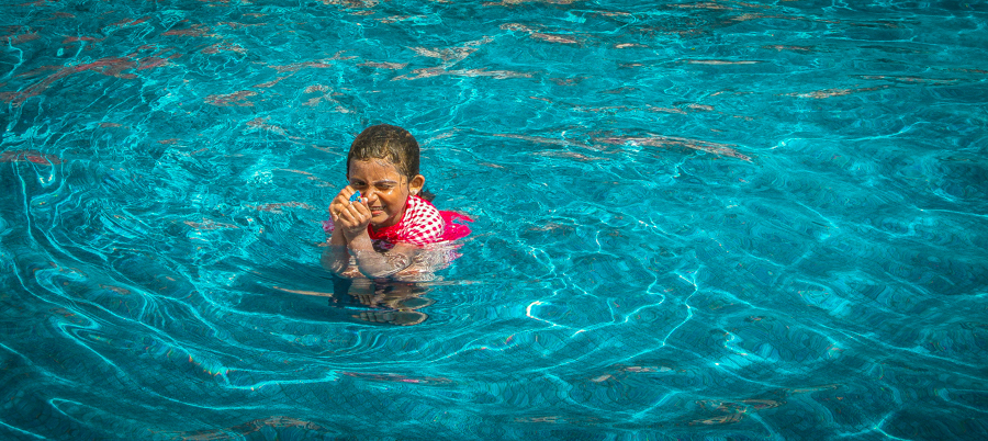 Holiday In Mexico - Shalini enjoying swimming