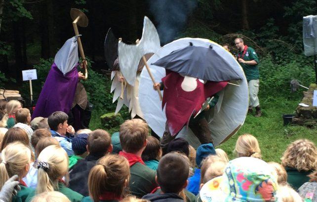 Valde Viking og hans venner besøger lejrbålet