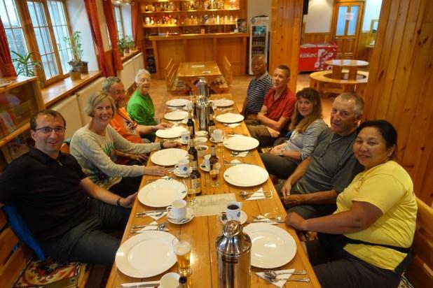 Aufs Essen wartende Gruppe