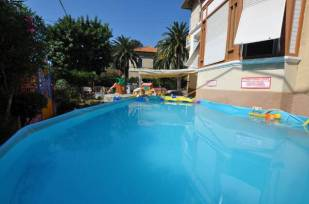 hotel_del_bambino_piscina_bimbi