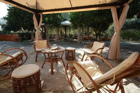 B&B La Nave Napoli. Camere family e giardino con frutteto nel cuore di Posillipo.