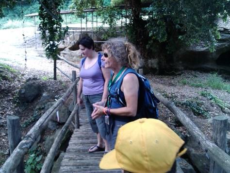 Daniela Pesce, (in primo piano) guida di Percorsi Etruschi