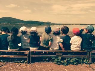 oasi_la_valle_trasimeno_bambini_osservano