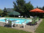 Umbria_countryhouse_cavalieri_del_lago_piscina_bambini