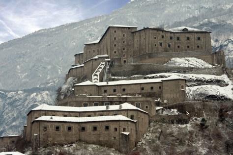 Castelli da visitare con i bambini castelli_italia_valle_aosta_forte_di_bard
