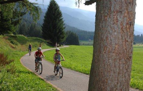 vacanze bambini trentino val-di-fiemme piste ciclabili
