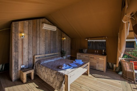 lodge-tent-bed