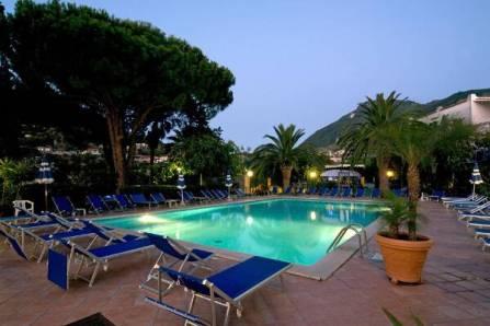 le_canne_beauty_piscina_notte