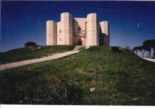 Puglia_castel_del_monte_polo_museale