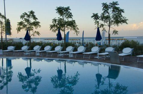 blue_suite_hotel_piscina