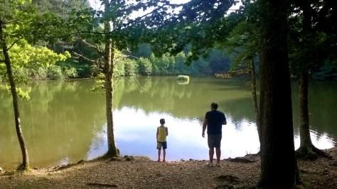 puglia bambini gargano-foresta-umbra-lago