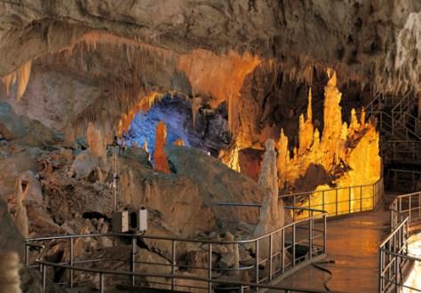 Marche-Grotte Frasassi-CastelloStreghe