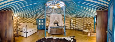 dormire tra gli alberi treehouse-la prugnola-yurta-interni