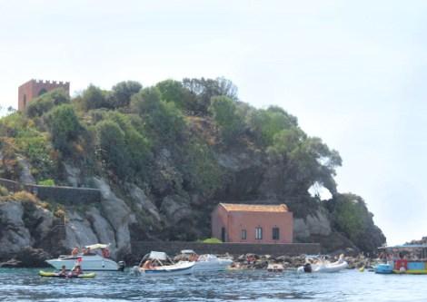 Catania-gita in barca-riviera dei ciclopi-isole dei ciclopi-dettaglio