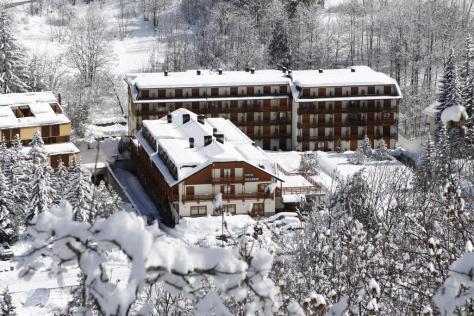 Sciare con i bambini via lattea cesana torinese club hotel solaris direttamente sulle piste