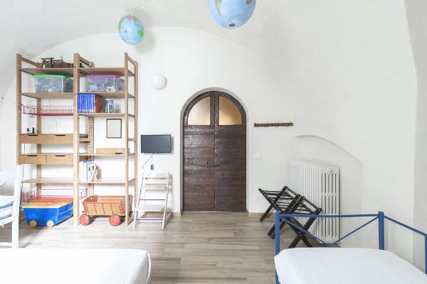 La-Casa-di-Scorta-interni-letto-dettaglio