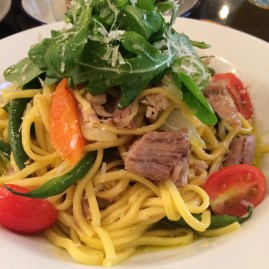 Meat, fresh veggies and spaghetti stir-fry