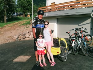 Livio and the girls e-biking in e-bikes in Ziano di Fiemme