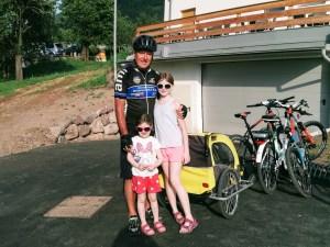 Livio and the girls e-biking in e-bikes in Ziano di Fiemme