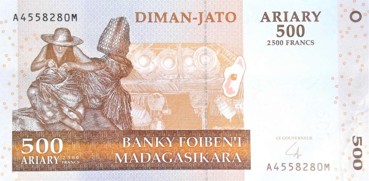 Madagascar 500 ariary banknote, year 2004 front