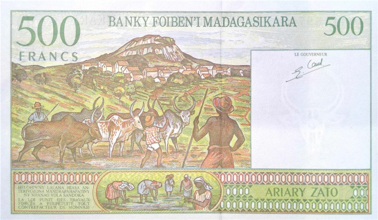 madigascar 500 francs banknote back, featuring cattle and herdsmen