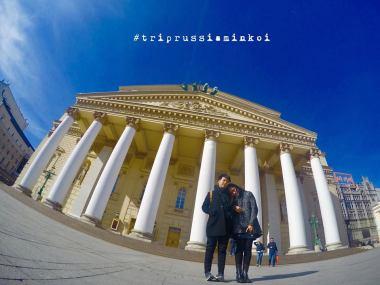 ในภาพคือด้านหน้าของ Bolshoi Theatre (ส่วนโรงละคร Ballet จะอยู่อีกฝั่งของถนน เรียกว่า New Stage)
