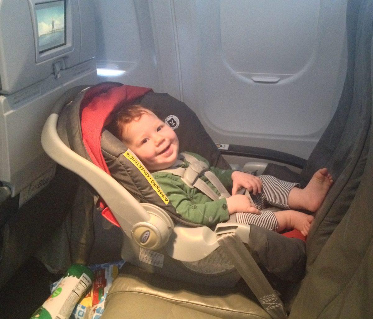 REISS AUS family Fliegen mit Kleinkind: Eigener Sitzplatz ...