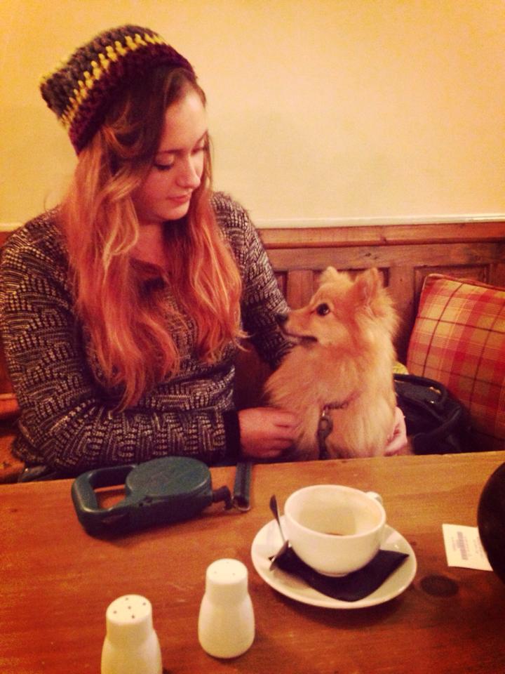 maisy in cafe