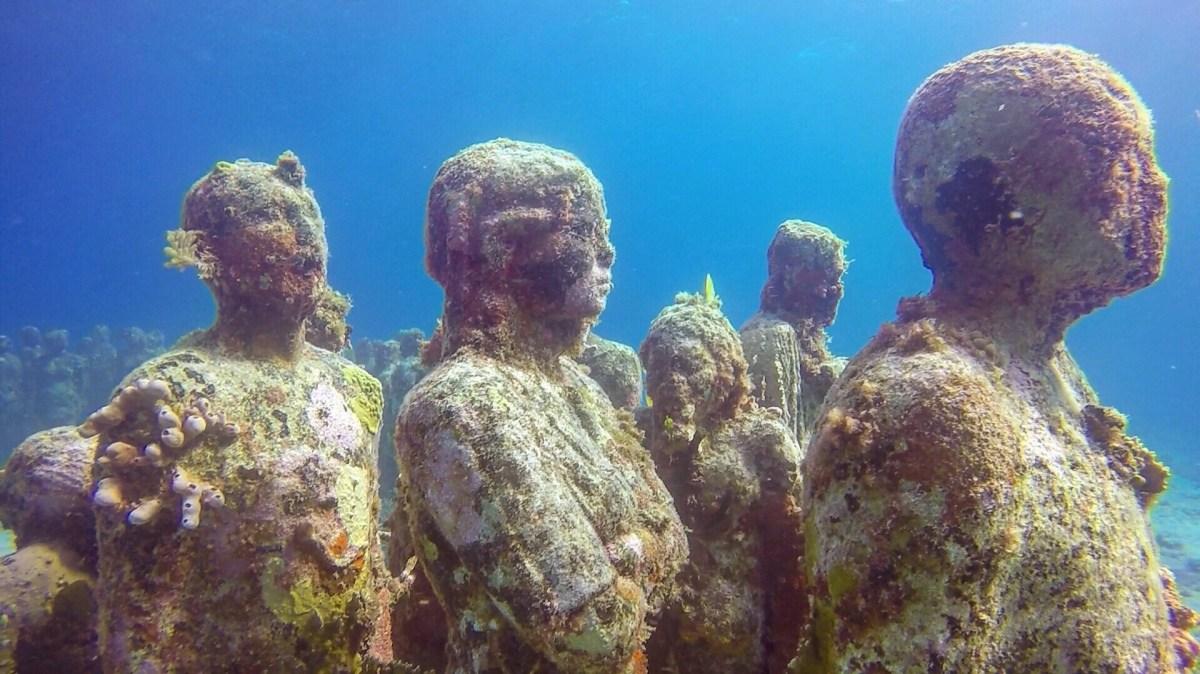 Isla Mujeres underwater museum