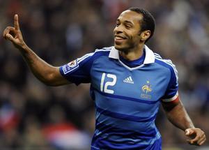 En bon capitaine, Thierry Henry, recordman des buts en sélection (51), devra montrer le chemin à l'équipe de France. (Photo AFP)