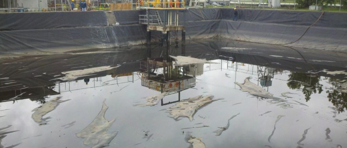 Planta de Tratamiento de Aguas Reciduales Recubierta con GMB HDPE