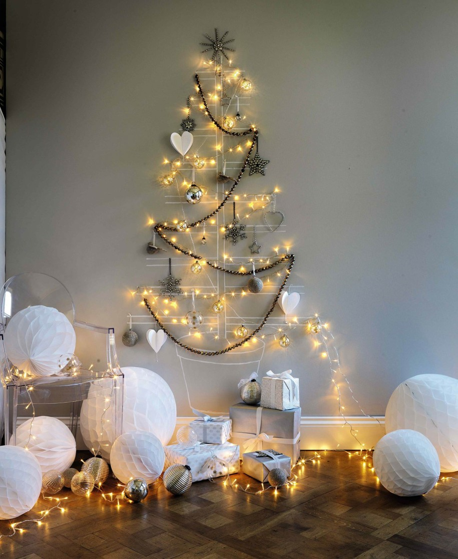beaufitul-different-christmas-tree-lights-with-yellow-lights-and-white-christmas-balls-ornament-ideas