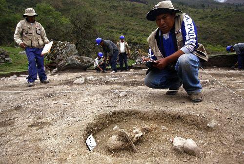 Hallan restos humanos de época inca en santuario de Machu Picchu