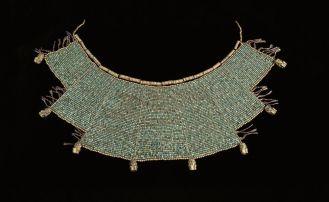 Pectoral-diseno-escalonado-a-base-de-oro-crisocola-mochica-museo-larco1