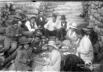 Retratos de campo Martin Chambi Srta Ricarda Luna y amigos en Machu Pichu