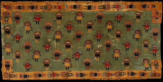 Tela bordada Tela llana y bordado en fibra de camélido, de las culturas paracas-nazca (200 a.C.-50 d.C.). Foto: Museo de Arte de Lima. Donación Memoria Prado