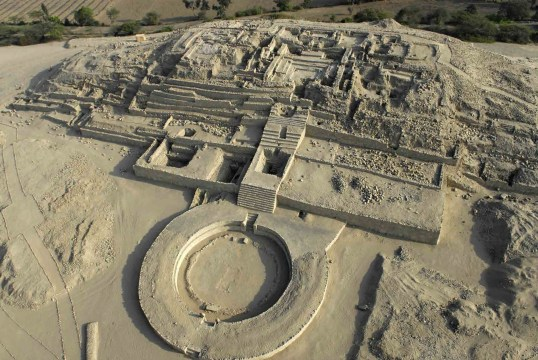 Fig2-Edificio Principal Mayor de la Ciudad Sagrada de Caral