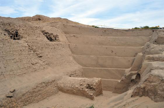 Huaca Susy Excavación en el frente norte de la Huaca Susy, donde los arqueólogos han excavado a más de doce metros de profundidad. Foto: Carlos Wester La Torre