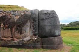 Muestra de arquitectura sismorresistente (trapezoidal): Parque Arqueológico Sacsayhuamán.