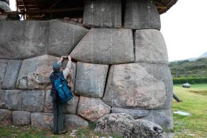sacsayhuaman-separacion-rocas-1