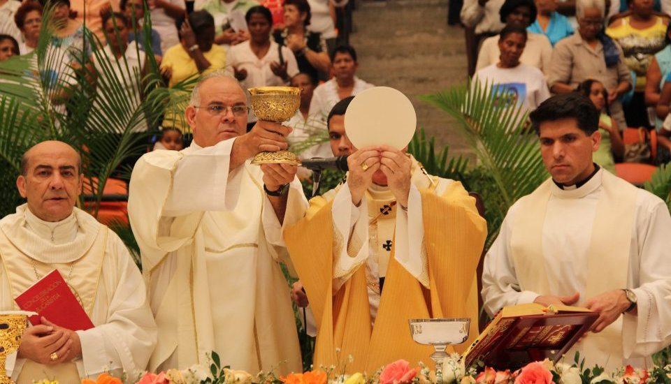Hoy es la Fiesta de Corpus Christi queremos invitarte a recordar en familia lo que es la Eucaristía