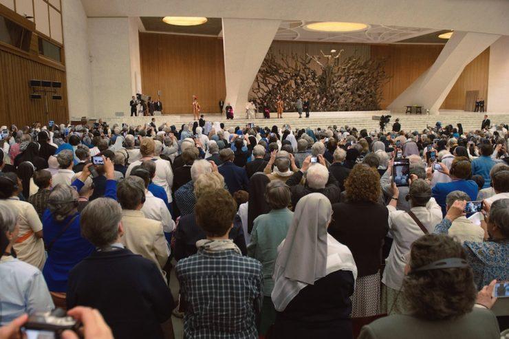 El Papa acepta crear una comisión que estudie el diaconado femenino