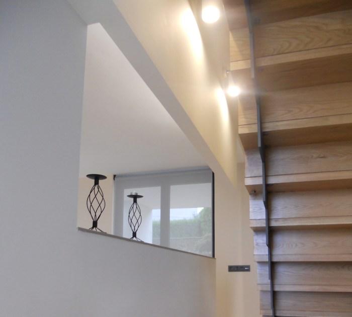 arquitecto-porto-beluso-bueu-escalera-minimalista-fina-pletina