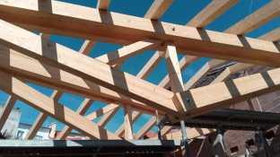 rehabilitacion-casa-combarro-pontevedra-arquitecto-moana-estructura-cerchas-invertidas-madera-curras