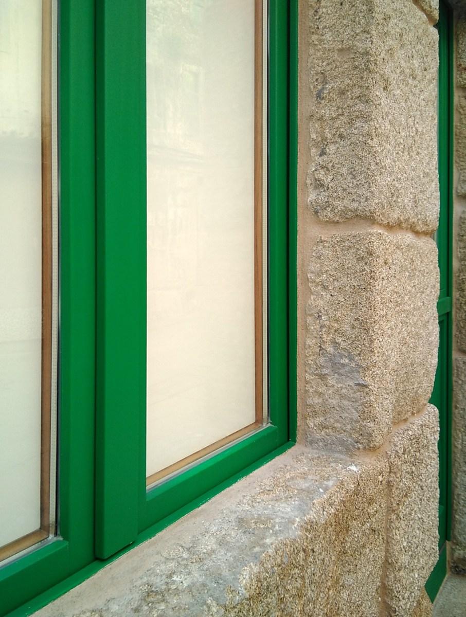 arquitecto-vivienda-marin-ventanas-cedro-verdes-cerco-oculto-tradicional-curras